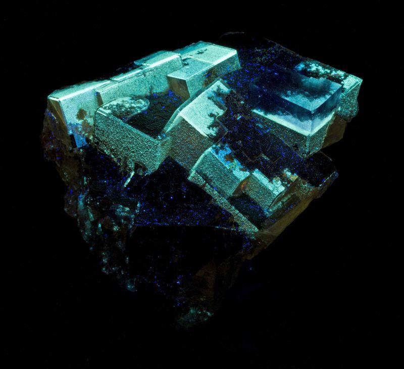 Fluorite w/ hydrocarbons & bitumen (rare locale) Lillie Coll.