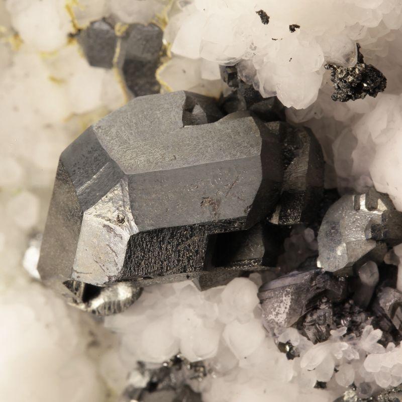 Tennantite (fine crystals) on Quartz (classic material)