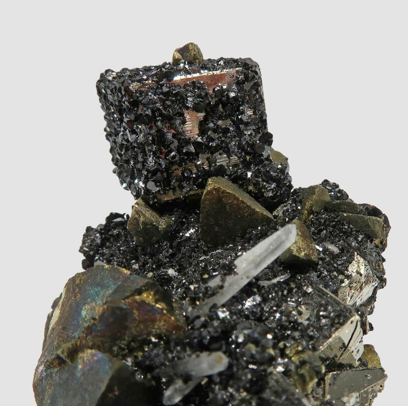 Sphalerite and Chalcopyrite on Pyrite, with Quartz